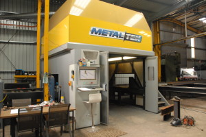 The Metaltek XB1200 structural steel coping machine offers fully-automatic structural steel, pipe and plate processing in one machine.